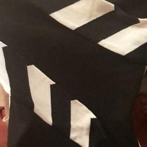 Liz Claiborne Sweaters - NWT Liz Claiborne Chevron Sweater
